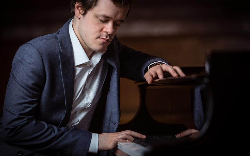 Portrait of pianist Benjamin Grosvenor