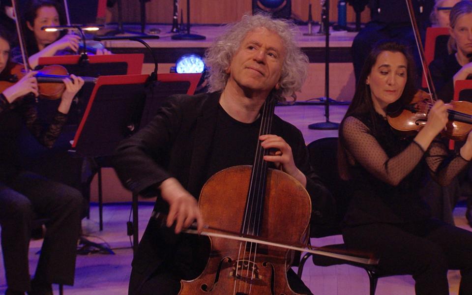 Cellist Steven Isserlis on stage