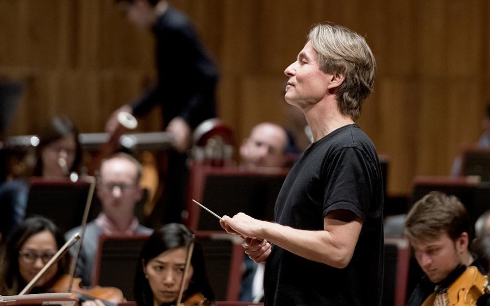 Esa-Pekka Salonen on rehearsal