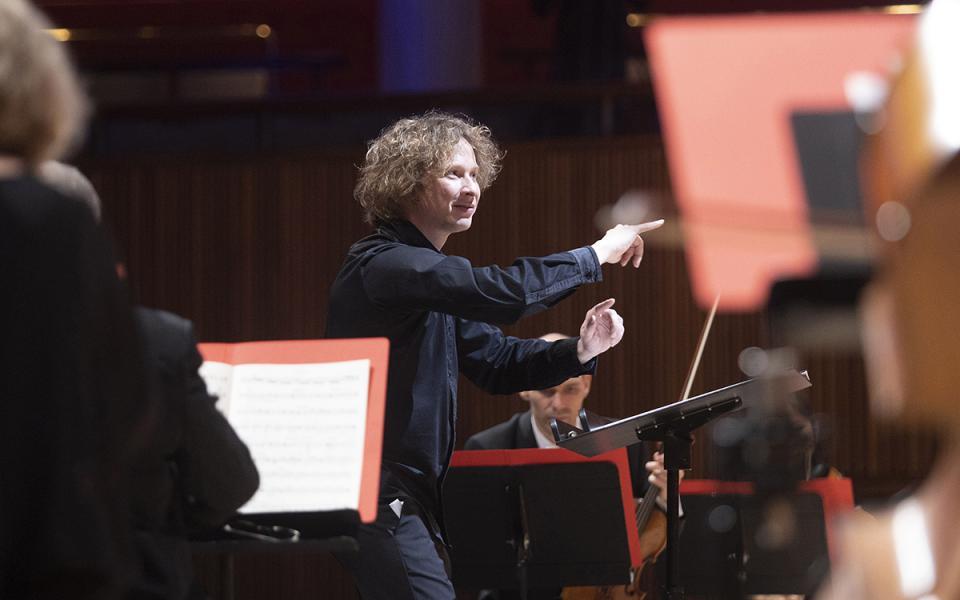Santtu Matias Rouvali conducting